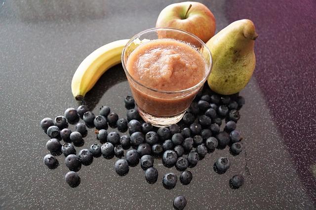 borůvky, jablko, hruška, banán, smoothie