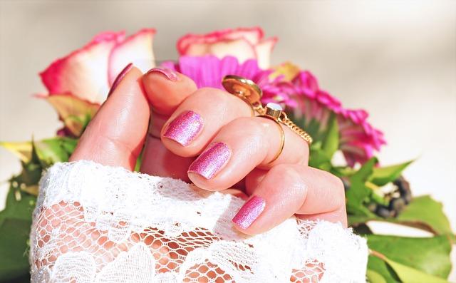 Růžový lak na nehty.jpg