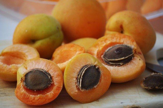 rozpůlené meruňky