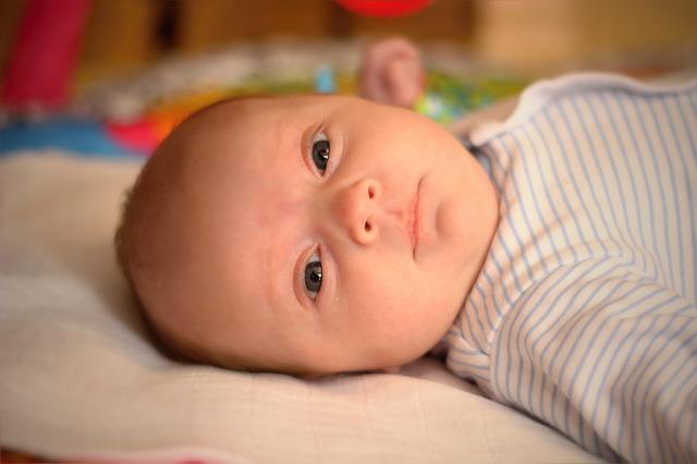 kojenec holčička